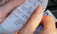 Phí thẻ ATM bất hợp lý - Gánh nặng của người dùng
