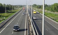 Đường bộ cao tốc Bắc-Nam: Khoảng 9,5 triệu USD/km