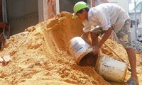 Cát xây dựng tại Sài Gòn tăng giá gấp đôi, cửa hàng báo giá từng giờ