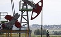 Giá dầu gần chạm đỉnh 1 tháng do nguồn cung Libya gián đoạn