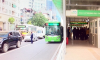Bus nhanh Hà Nội BRT cần thời gian để phát huy tính ưu việt