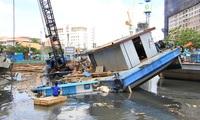 Sà lan lật, đè chìm tàu ở dự án chống ngập 10.000 tỉ đồng