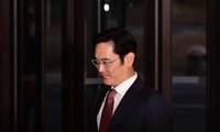 """Công tố viên Hàn Quốc phát lệnh bắt """"Thái tử"""" Samsung"""