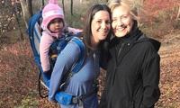 """Bà Hillary Clinton """"sẵn sàng ra khỏi rừng"""""""