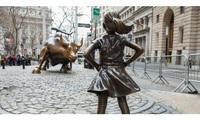 Câu chuyện ít biết về hai bức tượng đồng nổi tiếng đặt gần phố Wall