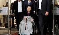 Người sáng lập Lotte ném gậy trong phiên tòa liên quan bà Park