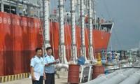 Lại đề nghị tăng thuế nhập khẩu xăng dầu
