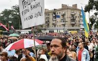 Biểu tình đòi Tổng thống và Bộ trưởng Quốc phòng Ukraine từ chức