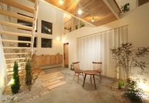 Có thiết kế đẹp như resort, căn nhà 2 tầng này ngắm một lần là mê ngay