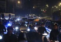 Ùn tắc giao thông lúc gần nửa đêm tại Hà Nội