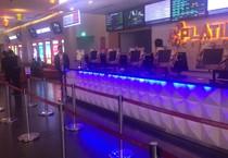 Nhân viên rạp Platinum Royal City đi làm bình thường ngày 25/2 dù 24/2 dự kiến là ngày đóng cửa