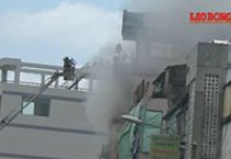 Cháy dữ dội cửa hàng đồ chơi ngay cạnh chợ hóa chất lớn nhất Sài Gòn