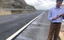 """Cao tốc 34.000 tỷ chi chít """"ổ voi"""": Xuất hiện vệt dầu loang bất thường, nghi bị phá hoại"""