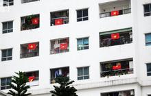 Chung cư cao tầng phủ màu cờ tổ quốc trước trận chung kết