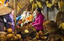 """Biển người xuyên đêm đến chợ Viềng """"mua may bán rủi"""" dịp đầu năm"""