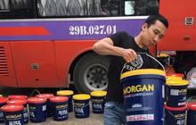 Hơn 2.000 lít dầu nhớt không nguồn gốc 'đi' xe khách trên quốc lộ