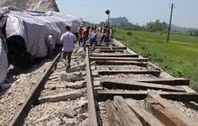 Cận cảnh hàng trăm mét đường ray bị lệch sau vụ tàu hỏa đâm xe ben