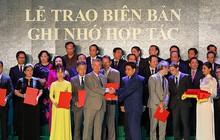 Đại Học Anh Quốc Việt Nam nhận cờ thi đua của Ủy ban nhân dân Hà Nội