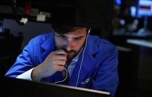 Tổng thống Trump làm căng với Trung Quốc, Dow Jones mất gần 300 điểm