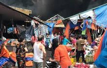Chợ Sóc Sơn bốc cháy dữ dội, khu vực rộng hơn 1000 mét vuông bên trong bị thiêu rụi