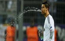 Vì sao cầu thủ của WorldCup lại nhổ nước mà không nuốt chúng?