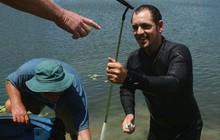 [Nghề lạ] Mò hồ lặn bóng: Kiếm tiền từ việc thú đánh golf của đại gia