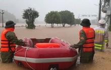 Quảng Ninh: Nước lũ tràn về, cô lập hoàn toàn cả một huyện