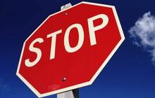 Không công bố thông tin họp ĐHCĐ, 13 doanh nghiệp bị tạm ngừng giao dịch
