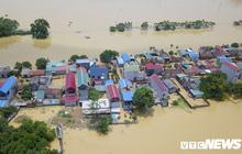 Ảnh: Nắng chang chang, dân Thủ đô vẫn chèo thuyền trong dòng nước ngập