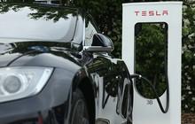Có giá bằng cả một gia tài nhưng đây là lý do khiến những kẻ trộm chẳng mặn mà đánh cắp xe Tesla