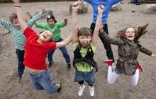 """""""Chơi trước, học sau"""" – triết lý dạy con của phụ huynh những nước hạnh phúc nhất thế giới"""