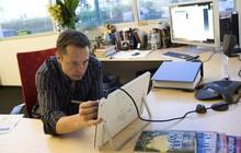 """Elon Musk """"làm việc như điên"""" khi Tesla đang gặp khó khăn"""