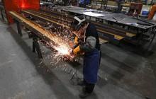 """Từ Âu đến Á, các nước trên khắp thế giới đang phải trả giá để kinh tế Mỹ """"bùng nổ như 1 phép màu""""?"""