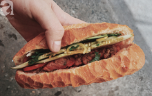 Gánh bánh mì ngon nhất Sài Gòn, 30 năm tuổi vẫn làm bao người say đắm: Không địa chỉ cố định, ngày bán 300 ổ, mỗi ổ chỉ 12 ngàn