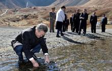 """Tiết lộ bất ngờ về bước chân đặt lên đỉnh núi """"thiêng"""" của Tổng thống Moon Jae-in"""