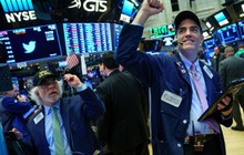 Nỗi lo trade war tạm lắng, Dow Jones lập đỉnh mới