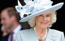 Từng giản dị đến mức nhàm chán, bà Camilla đã thay đổi phong cách thế nào để lọt top 30 nhân vật mặc đẹp nhất nước Anh?