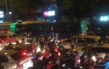 Va chạm liên hoàn trên cầu vượt Hàng Xanh, giao thông tê liệt nhiều giờ