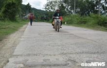 Ảnh: Cận cảnh ổ gà, ổ voi, lún võng trên quốc lộ ở Quảng Nam khiến tài xế khiếp đảm