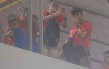 Có vé trong tay, cổ động viên Việt Nam vẫn phải trèo rào vào sân xem chung kết AFF Cup 2018
