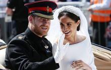 """Meghan trở thành cái tên được tìm kiếm nhiều nhất ở Anh và Hoàng tử Harry """"bất lực"""" về những vụ lùm xùm của vợ"""