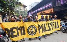 """Ultra Malaysia diễu hành dương oai khắp Hà Nội, tiến về """"chảo lửa Mỹ Đình"""""""