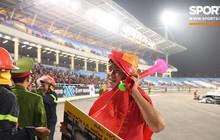 """Vô địch AFF Cup, Duy Mạnh không quên tri ân những """"người hùng thầm lặng"""" tại Mỹ Đình"""
