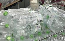 Người dân Hà Nội chi tiền triệu để mua nước khoáng đóng chai do ô nhiễm nước