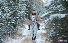 Ông Kim Jong Un cưỡi ngựa trắng trên núi thiêng: Chuẩn bị ra quyết định quan trọng