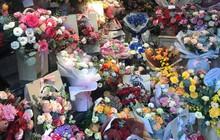 """Giá hoa tươi tăng mạnh trước ngày 20/10, rộ mốt """"siêu to siêu khổng lồ"""""""