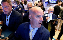 Bất chấp kết quả kinh doanh gây thất vọng của Caterpillar và Boeing, Phố Wall vẫn khởi sắc, S&P 500 tiệm cận mức đỉnh lịch sử