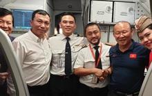 Vietjet tặng 1 năm bay khắp Châu Á cho hai đội tuyển cùng gia đình và ban huấn luyện