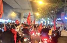 Kiếm tiền triệu chỉ sau vài giờ nhờ bán cờ, áo...mừng đội tuyển U22 Việt Nam vô địch SEA Games 30