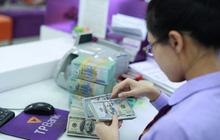Các ngân hàng giảm bán ngoại tệ cho NHNN